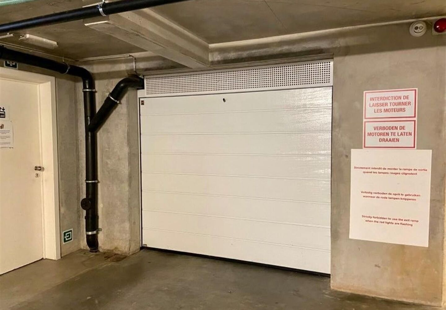 Closed garage for rent in Evere